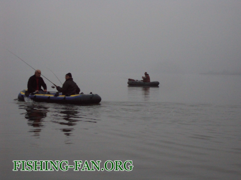 Рыбалка осенью с лодки в Донецкой области