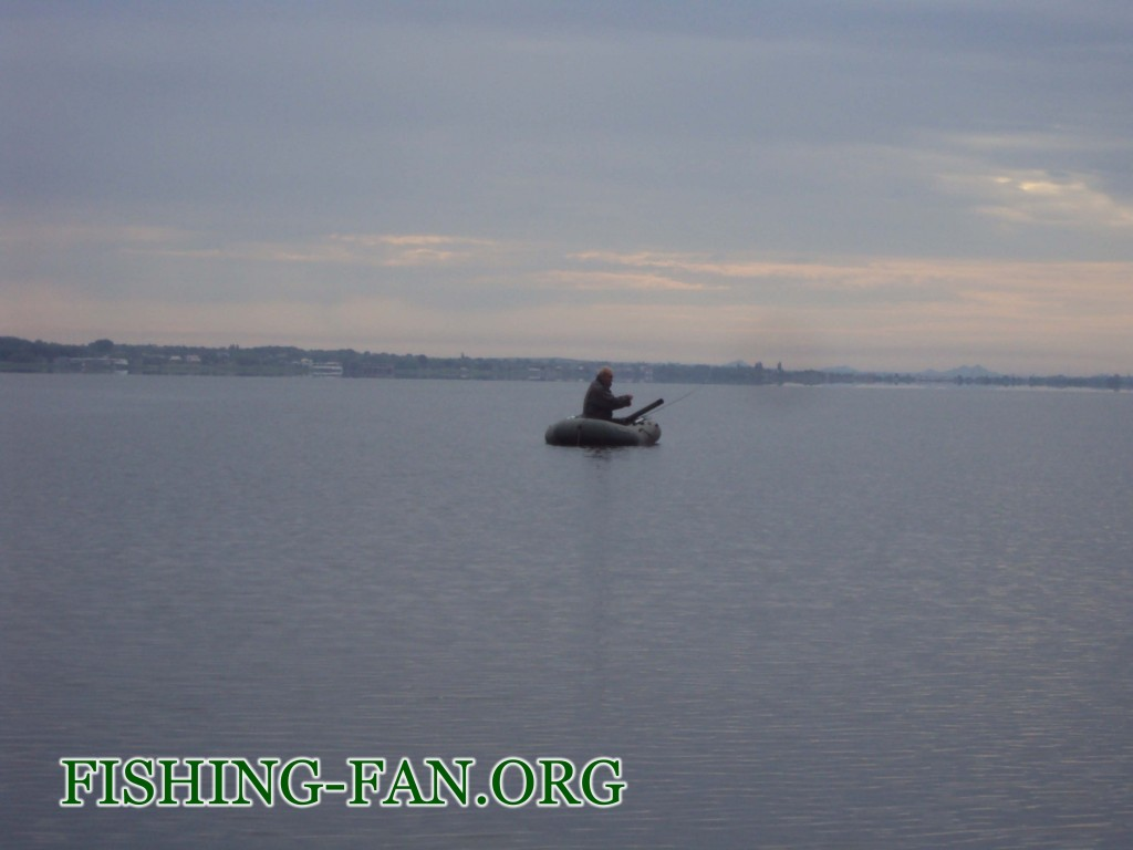 Ловля окуня спиннингом с лодки на Курахово.