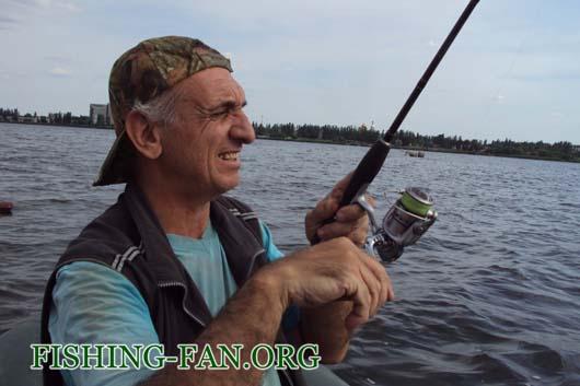 Ловля на спиннинг с лодок на Кураховском водохранилище.