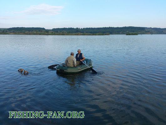 ловля окуня на спиннинг с лодок на водоеме верхняя Карловка