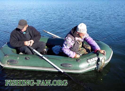 ловля судака на спиннинг с лодок