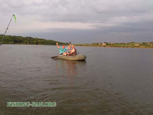Ловля судака спиннингом с лодок